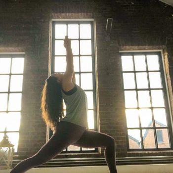 AnneRoos Sadeghi de Wit yogadocent Yogi Heroes yogaschool Hilversum