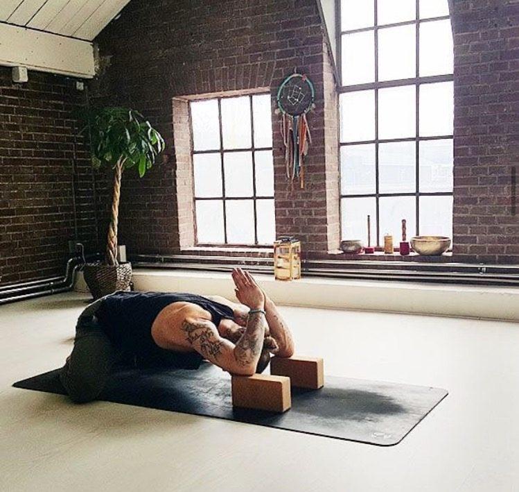 Yin Yoga lessen bij yogaschool Hilversum Yogi Heroes in het Gooi