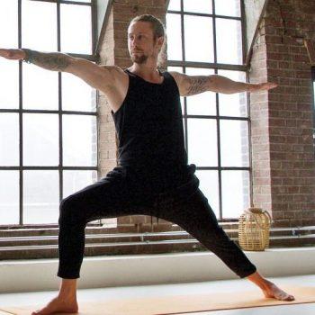 Jeffrey van Opzeeland eigenaar en yogadocent Yogi Heroes Hilversum yogaschool het Gooi