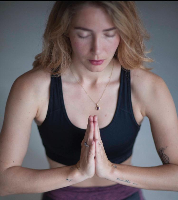 Surya lessen bij de yogaschool van het Gooi Yogi Heroes