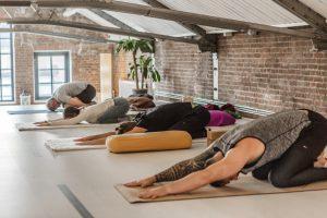 Yin yoga beoefen je bij de yogaschool in Hilversum Yogi Heroes