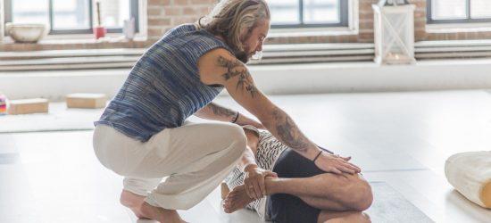 privé yogales volg je bij Yogi Heroes de yogaschool van hilversum en het Gooi