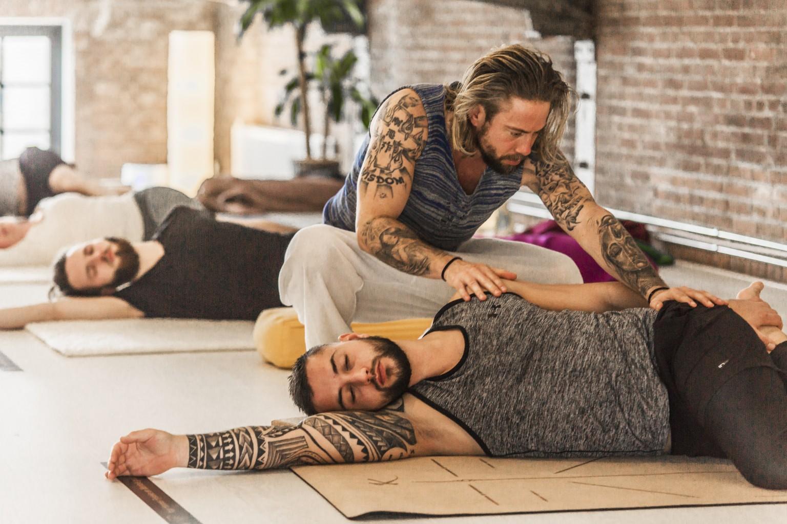 Yoga workshops voor bedrijven bij yogaschool Yogi Heroes in Hilversum
