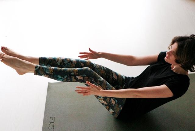Surya flow yoga doe je bij Yogaschool Yogi Heroes in Hilversum