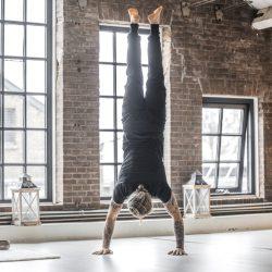 Yoga for men is de mannenyoga les bij yogaschool Yogi Heroes in Hilversum