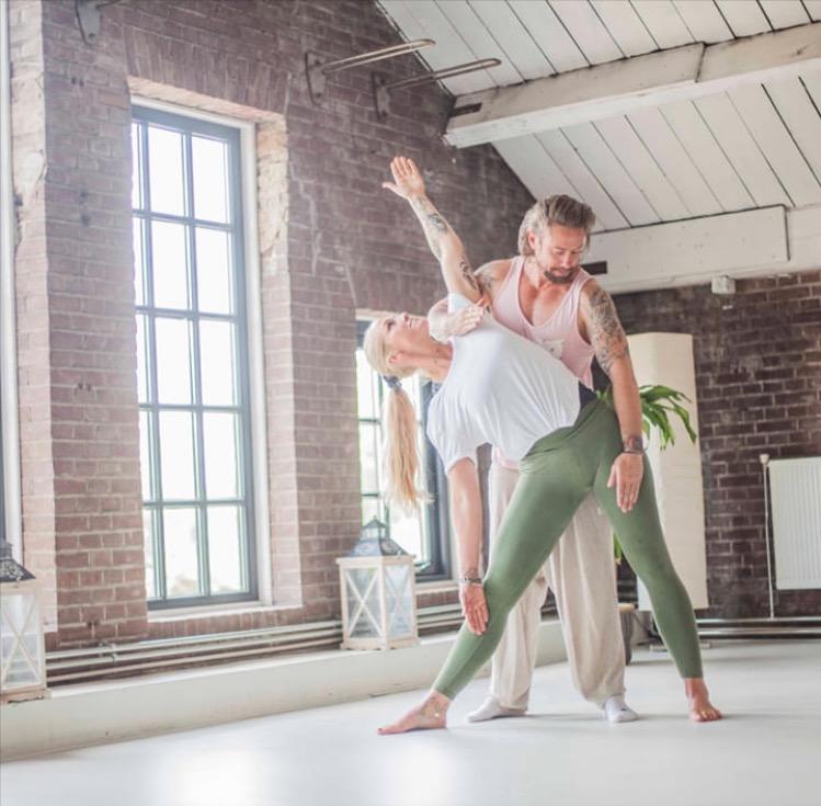 prive yogales bij Yogi Heroes de yogaschool van Hilversum en het Gooi